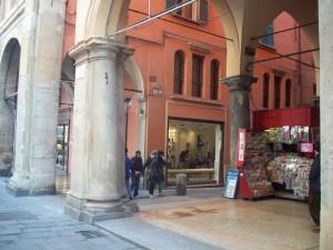 via de' Musei lato P.za Maggiore